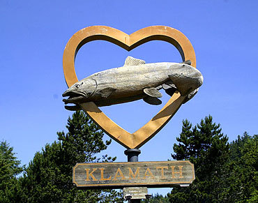 Klamath_fish_carving